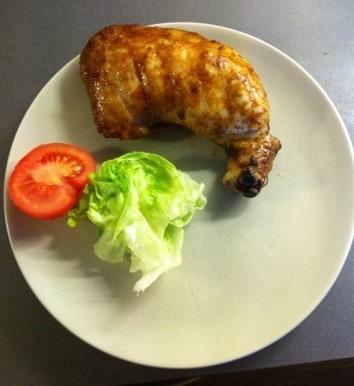 Kycklingklubba med sallad och tomat