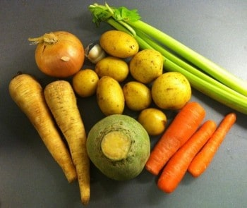 Soppgrönsaker, selleri, morötter, palsternacka, kålrot, lök, potatis, vitlök