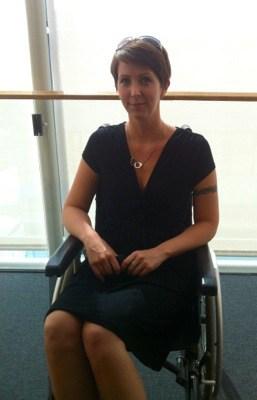 Arga Klara i rullstol
