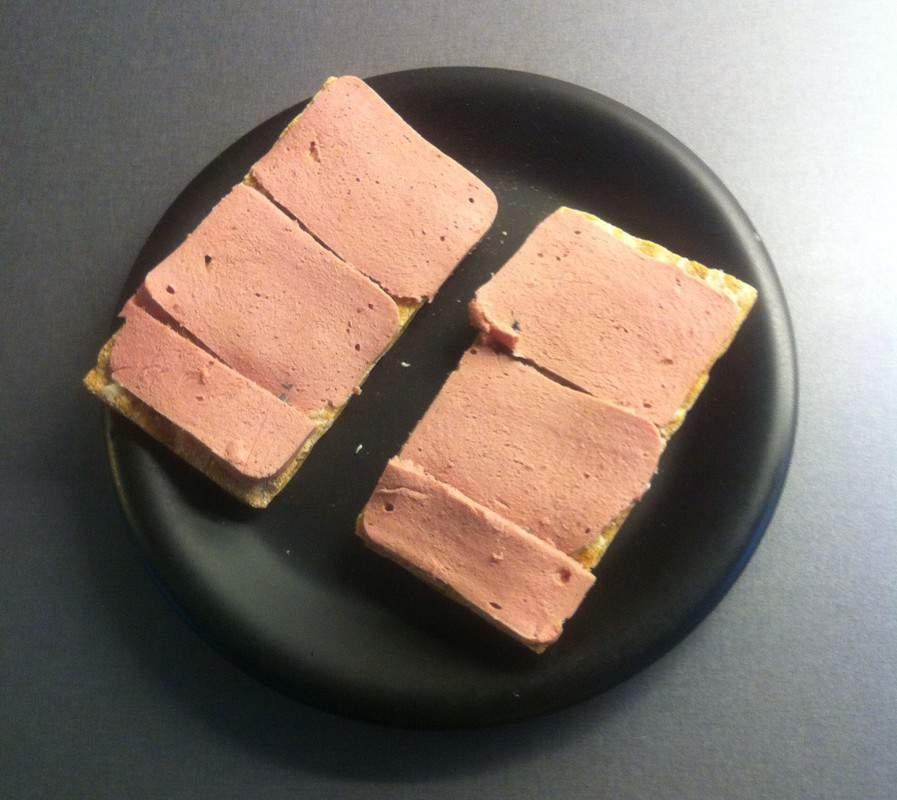 Smörgås med leverpastej. Falukorv. Smörgåsfascist. Dags att äta mer vettig mat.