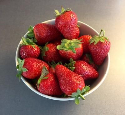 Årets första jordgubbar