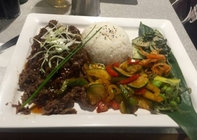 Yakiniku med ris och grönsaker, japansk mat
