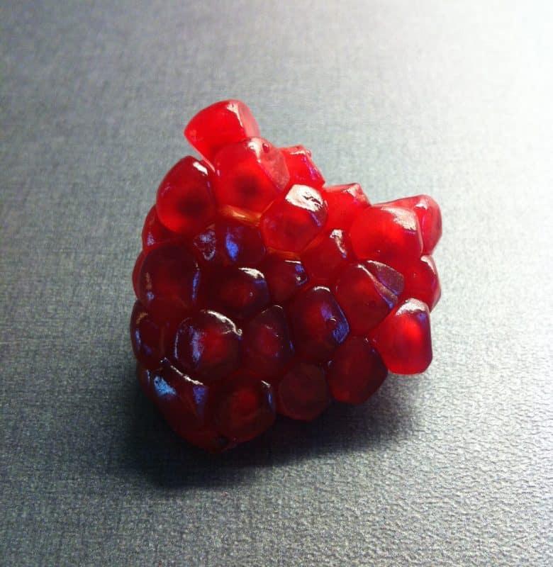 Granatäpple. Kluster av röda kärnor