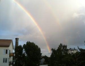 Två regnbbågar bredvid varandra. Fint. Om ett sjukt liv.