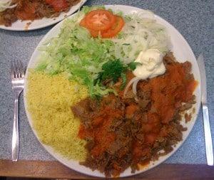 Kebabtallrik från Palmyra kebab i Årsta centrum. Veckans plus.