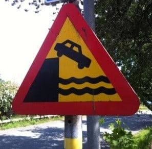 Vägmärke, varning för kaj