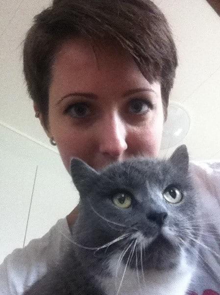 Arga Klara och min grå, underbara katt som har boxerulcus.