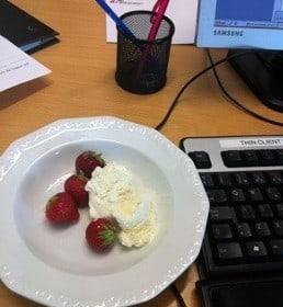 Jordgubbar och glass på kontoret. Fika nästan varje dag!