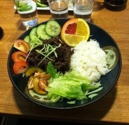 Yakiniku på sushihaket i Umeå. Den torraste och tristaste jag någonsin ätit. Om dvala och byfånar i Umeå