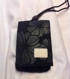 Fodral till iPhone med en ficka för kort, och en för pengar eller annat. Kalas och fynd.