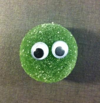 Gröna kulor Fazer. Med kulögon, sött på sött.