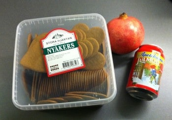 Pepparkakor, julmust och granatäpple