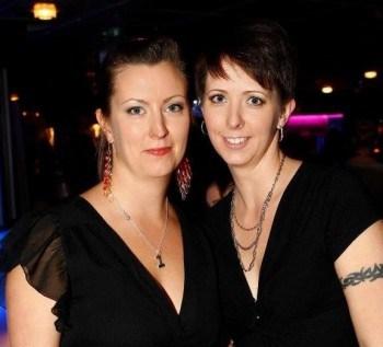Girls night out event av MGroup PR & Media. Arga Klara med syster.