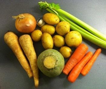Soppgrönsaker, selleri, morötter, palsternacka, kålrot, lök, potatis, vitlök. Bara att köra i min mixer!