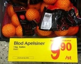 Roliga skyltar. Felstavad skylt, särskrivna blodapelsiner. Blod apelsin?
