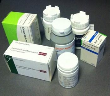 Flera olika förpackningar med smärtstillande medicin. Huvudvärk!