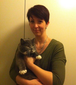 Arga Klara och katt. Bloggarnas fara. Året som gått.