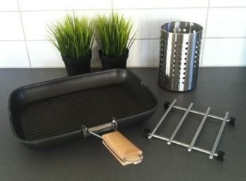 Köksredskap från Ikea. Grillpanna, grytunderlägg och ställ för köksutensilier.
