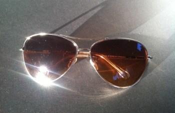 Solglasögon. Pilotbrillor. Trasig i morse!