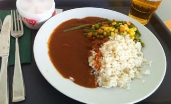 Sjukhusmaten: Ris med brun sås och grönsaker
