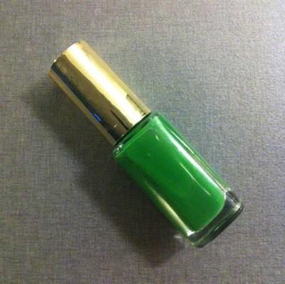Bladgrönt nagellack från L'oreal. Lång dag med shopping och mat.