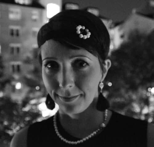 Arga Klara i 20-talskläder