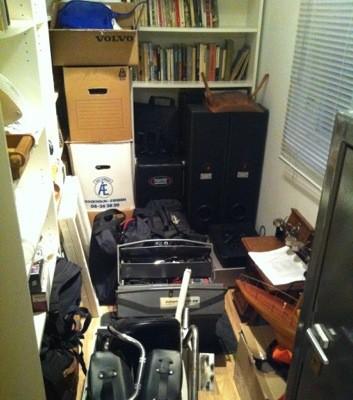 Rum fullproppat med prylar och saker, förvaring