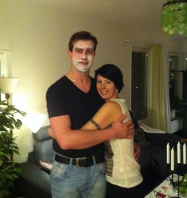 Arga Klara och E med ansiktsmask
