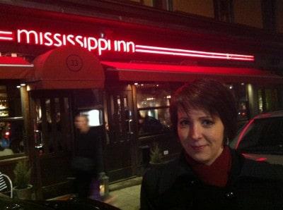 Arga Klara vid Mississippi Inn. Gott kött!