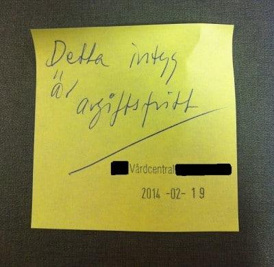 Post-it om intyg från Vårdcentralen. Läkaren kände inte till sin egen arbetsplats policy.