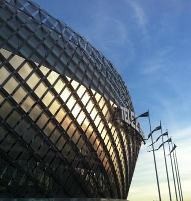 Tele2 Arena och underhållningscentret Tolv. Shoppa med vännerna. Om fotboll och fotbollssupportrar.