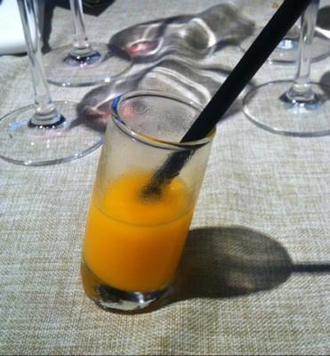 Drink i snett glas på restaurang Buenos Aires i Barcelona