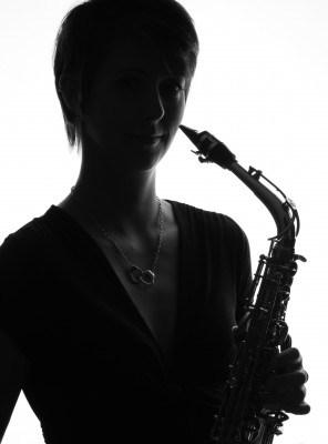 Arga Klara med saxofon