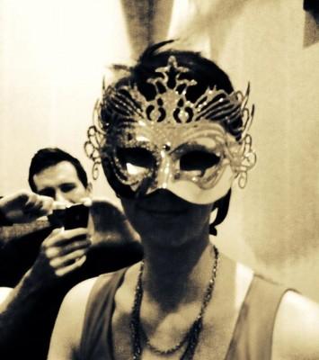 Arga Klara i mask på maskerad