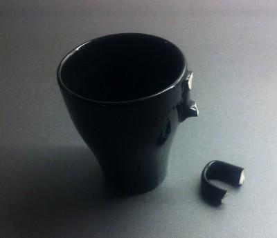 Trasig kaffekopp som tappat örat. En sån där dag...