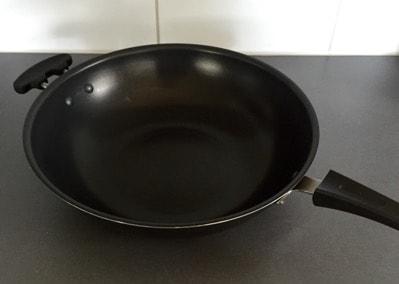 Stekpanna med höga kanter, wokpanna