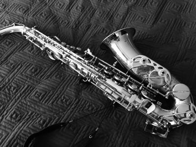 Saxofon, svartvit bild. Vill spela mer.