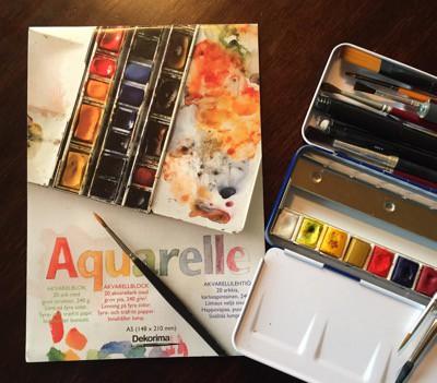 Akvarellset, block, färg och penslar. Att måla de enkla tingen kan vara svårast