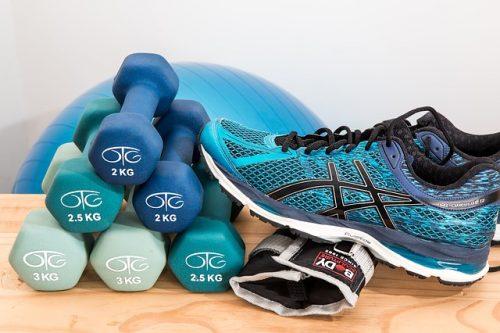 Sjukgymnastik, hantlar och träningsskor
