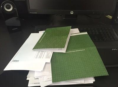 Papper och årsbesked att sortera. Full rulle i början av veckan.