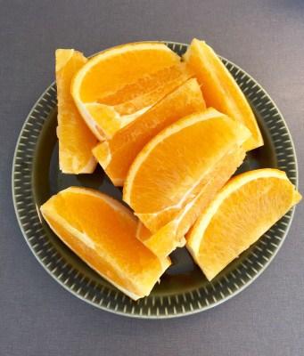 Apelsin i klyftor. Mellanmål.