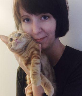 Arga Klara och orange kattunge. Vi har blivit vänner!