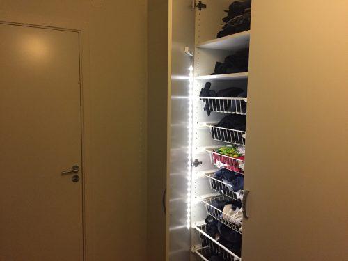 Garderob med ljusramp, belysning i garderoben