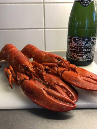 Två humrar och en flaska Andre Clouet champagne