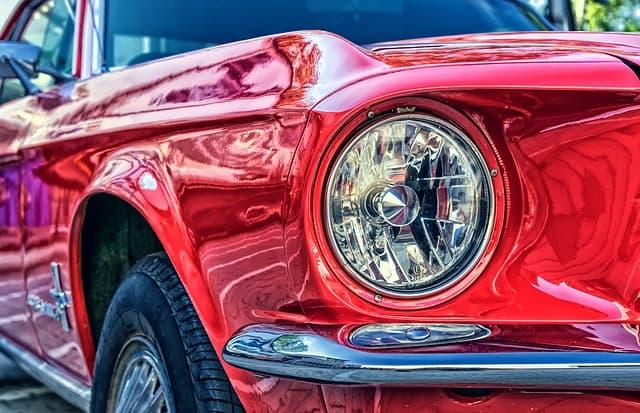Röd bil, Ford Mustang