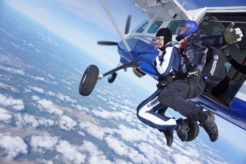 Klara Schmidtz ska hoppa fallskärm